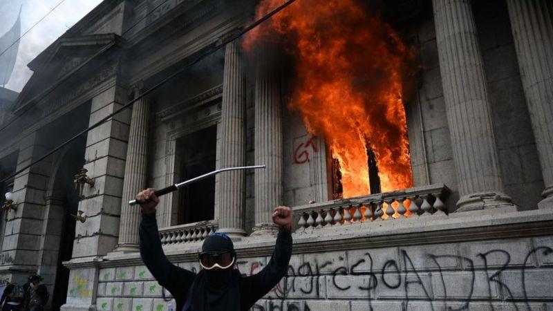 GUATEMALA: O COMBATE À CORRUPÇÃO E A DESCRENÇA DO POVO