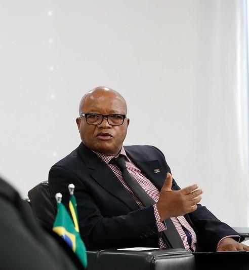 Entrevista com o Embaixador da África do Sul no Brasil, V. Ex.ª Mavimbela